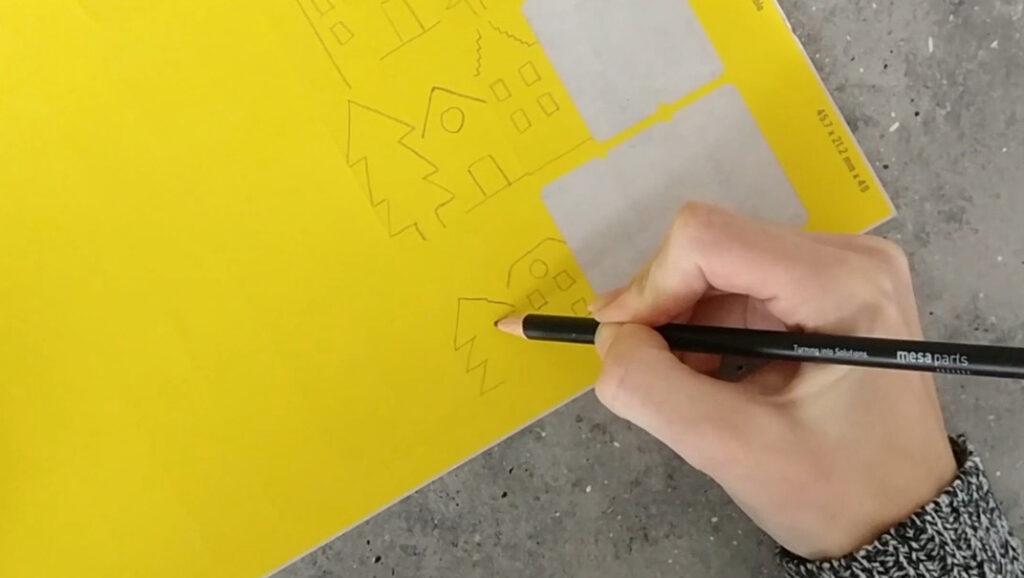 Häuser und Bäume auf die Klebetiketten vorzeichnen