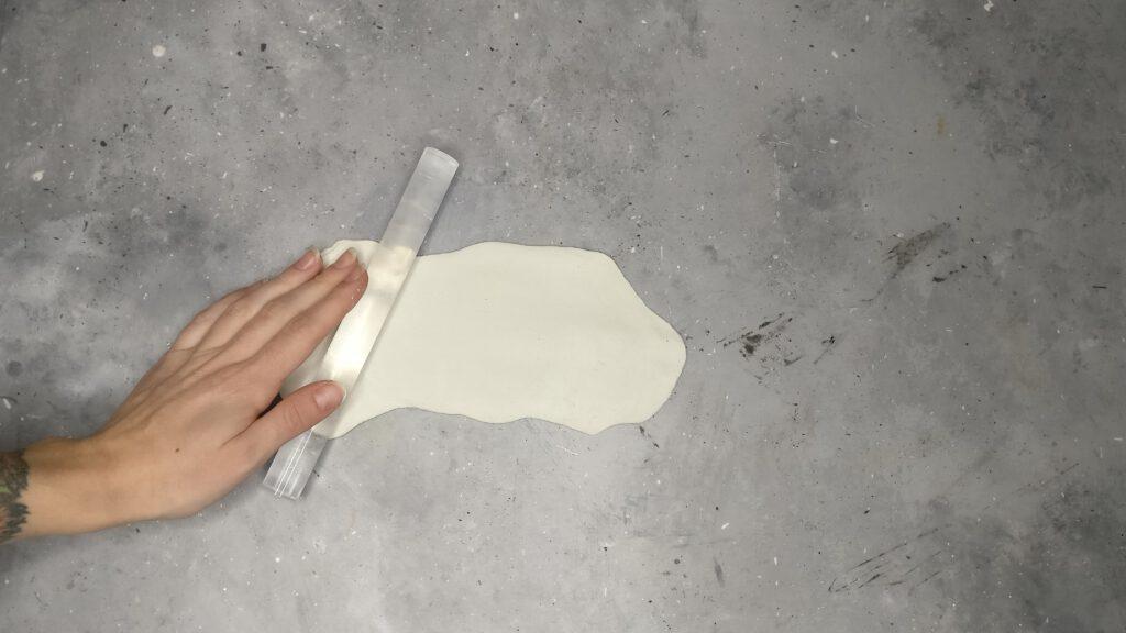 DIY Eule Schritt 1: Die Modelliermasse ausrollen