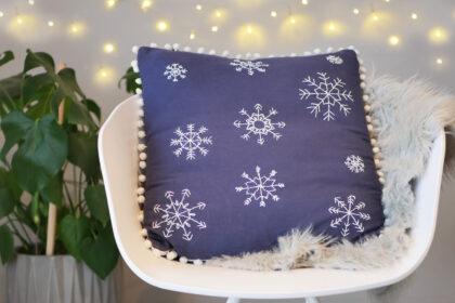 DIY besticktes Schneeflocken Kissen