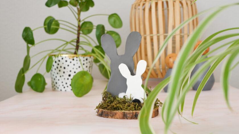 DIY Osterhasen aus Modelliermasse auf Baumscheibe