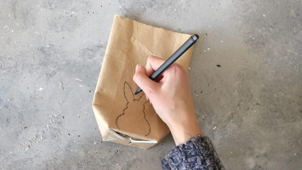Osterhase auf die Vorderseite vom Tetrapack zeichnen