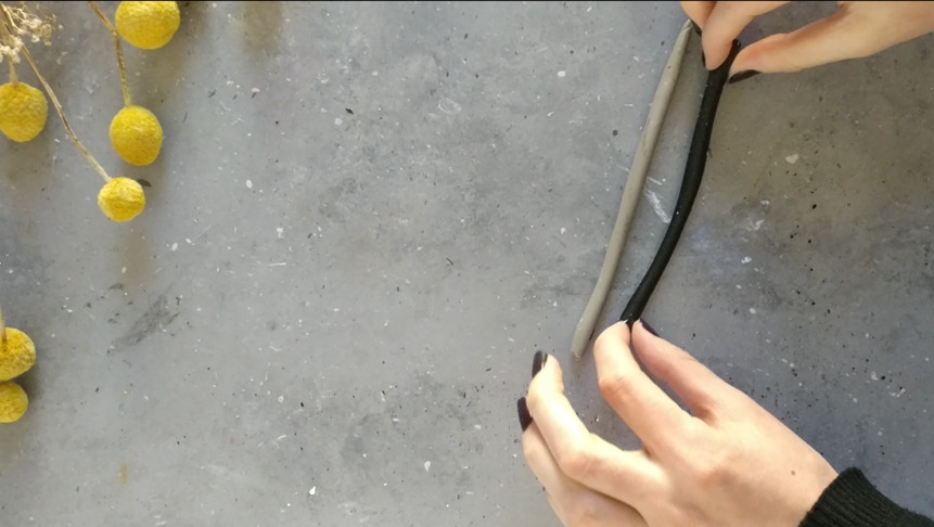 DIY Vasendeckel Schritt 1: Den Fimo zu Würstchen rollen