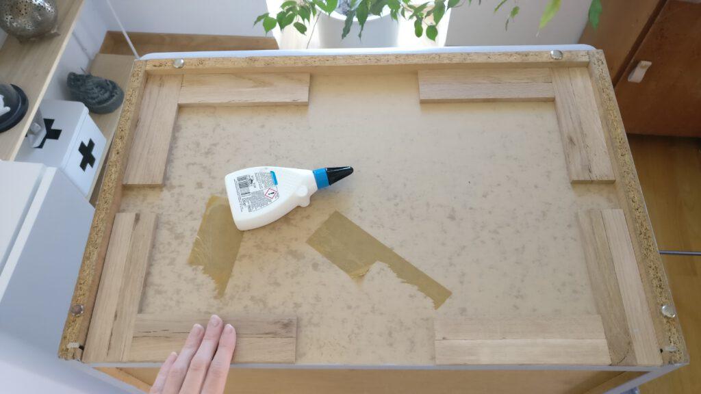 Möbel Upcycling Schritt 4: Boden der Kommode aufbauen