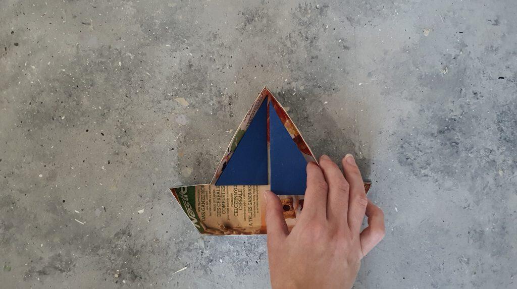DIY Beton Schiff Schritt 3: Moosgummi zuschneiden und einkleben