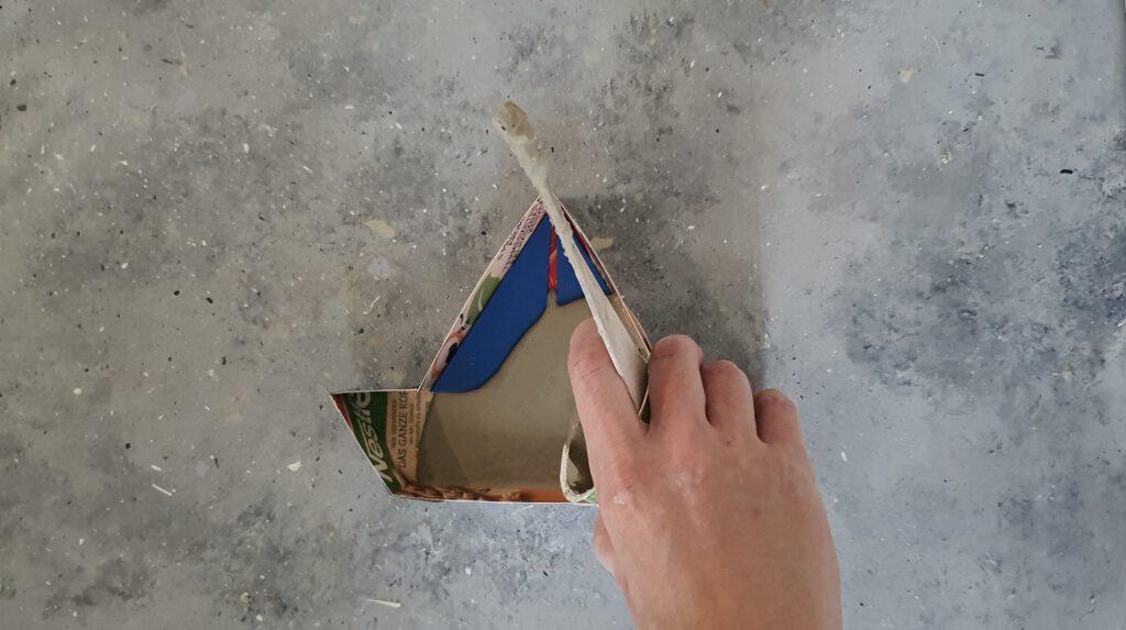 DIY Bastelbeton Boot Schritt 4: Beton eingießen