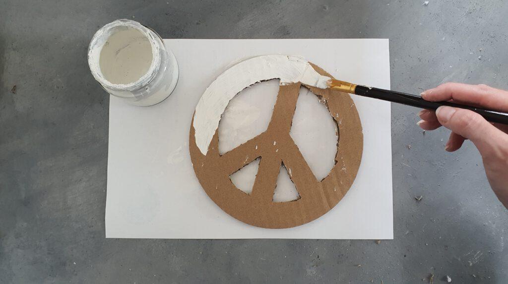 DIY Muschel Peace Schritt 3: Weiß lackieren