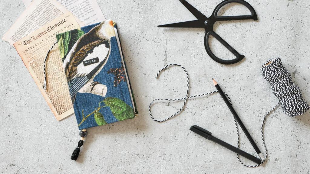 Upcycling DIY Notizbuch aus Stoffresten und Karton