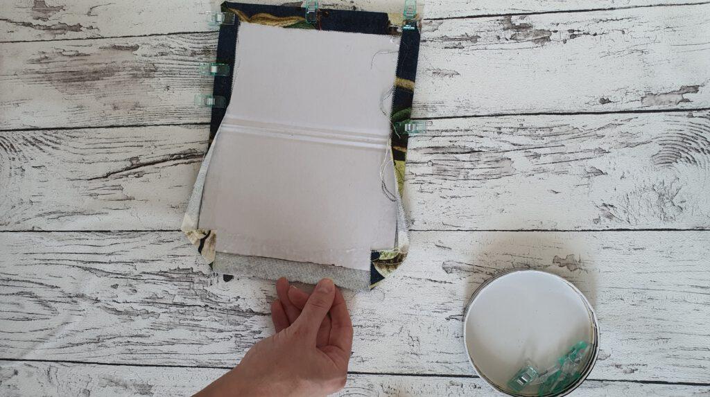DIY Notizbuch aus Stoffresten Schritt 5: Kanten einschlagen