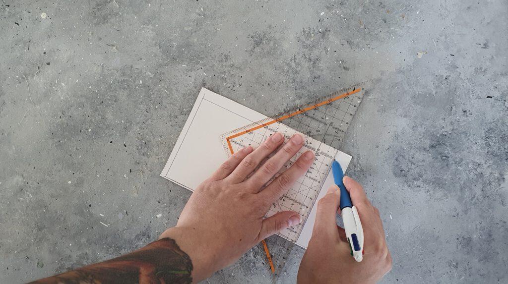 DIY Notizbuch aus Stoffresten Schritt 9: Pappe zuschneiden