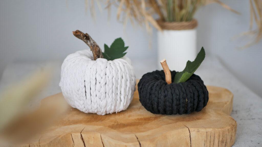 DIY gehäkelter Kürbis als Herbstdeko für Anfänger