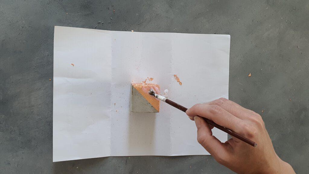 DIY Kupfer Kerzenständer aus Kreativbeton Schritt 7: Klarlack aufbringen