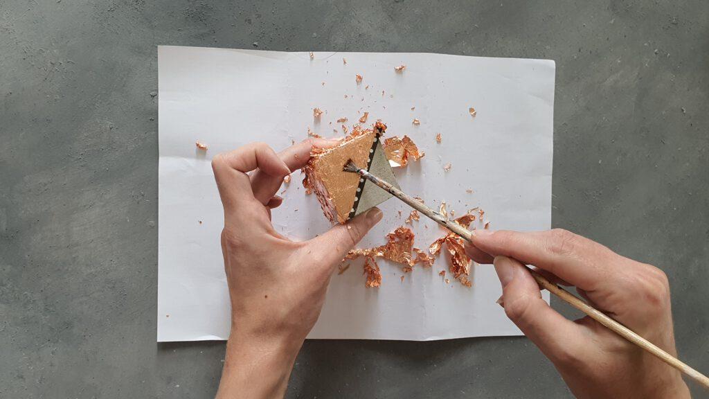 DIY Beton Kerzenständer Schritt 6: Blattmetal aufbringen