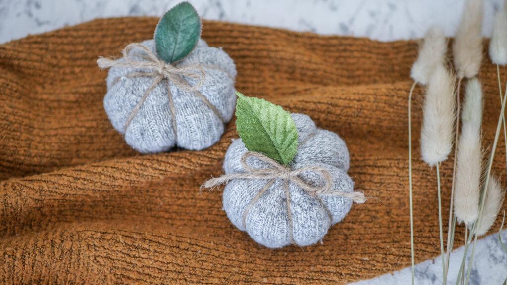 DIY Kürbis aus einzelnen Socken basteln