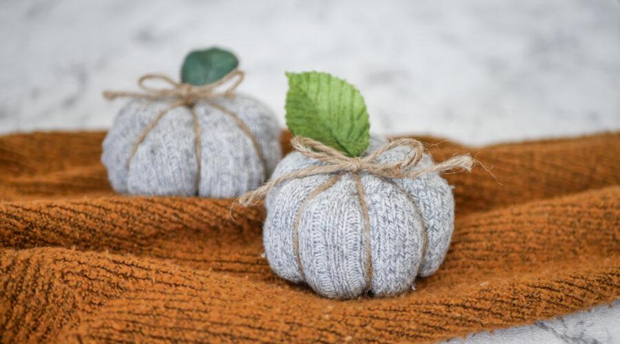 DIY Herbstdeko: Kürbis aus langen Wollsocken ohne Zerschneiden