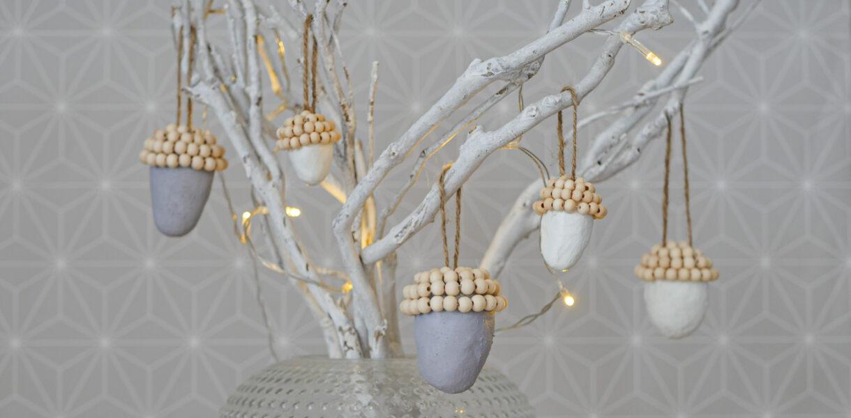 DIY Eicheln aus Modelliermasse und Holzperlen Anhänger im Scandi Stil